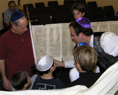Boys-read-with-Rabbi-David